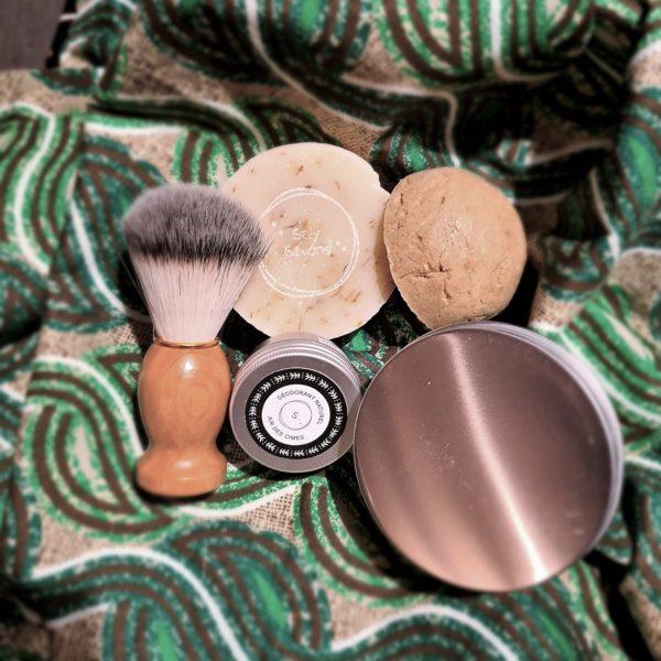 Coffret pour homme (savons + déodorant + shampoing + blaireau + boite)